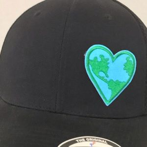 LOVE THE HAT Accessories - ALWAYS LOVE THE EARTH ❤️🌎 FLEXFIT S/M BLACK HAT